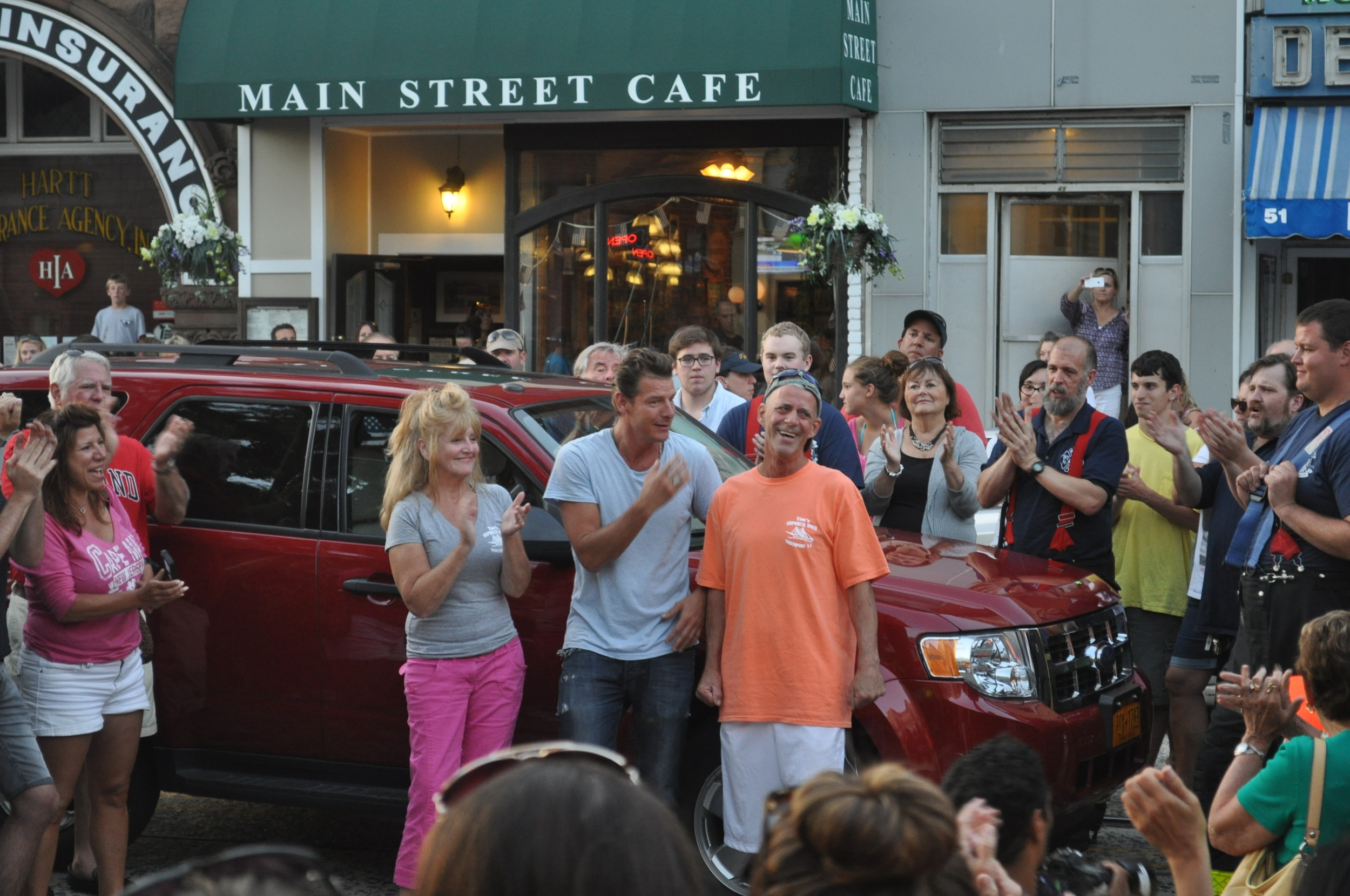 Ty Pennington welcomes Shipwreck Diner owner Tim Hess, right, to his newly-renovated Northport restaurant Monday Night. Applauding, to Pennington's left, is Janet Eckel, Hess' girlfriend.