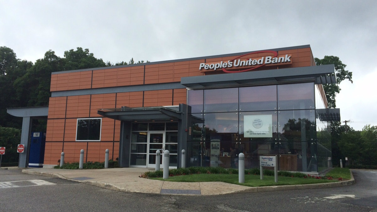 Suffolk police say a unsuccessfully attempted to rob this People's United Bank at 182 E. Main St. in Huntington Tuesday morning before robbing another bank in Deer Park about a half hour later.