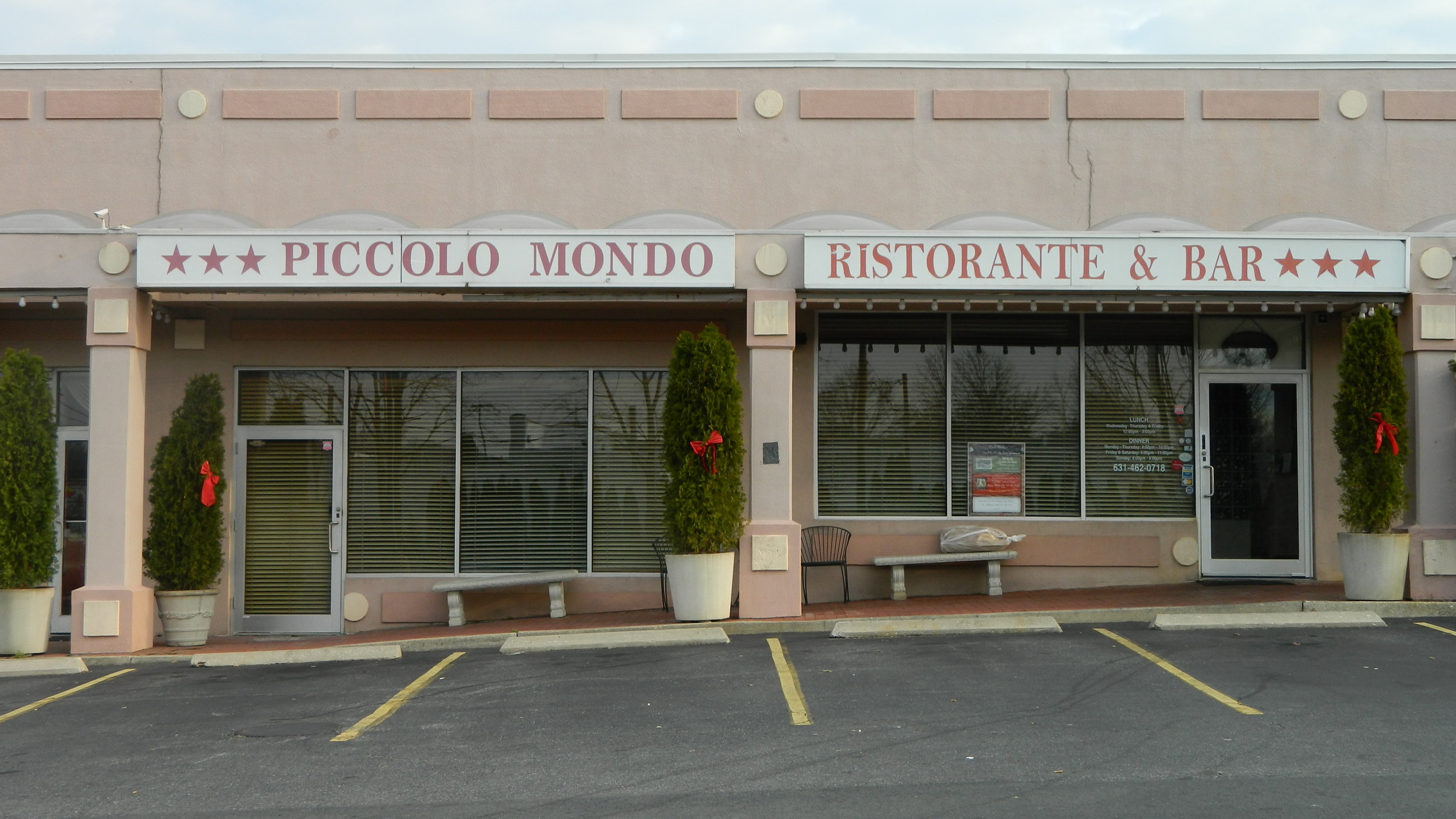 Piccolo Mondo is tucked in a shopping plaza between Maddaloni Jewelers and a nail salon.