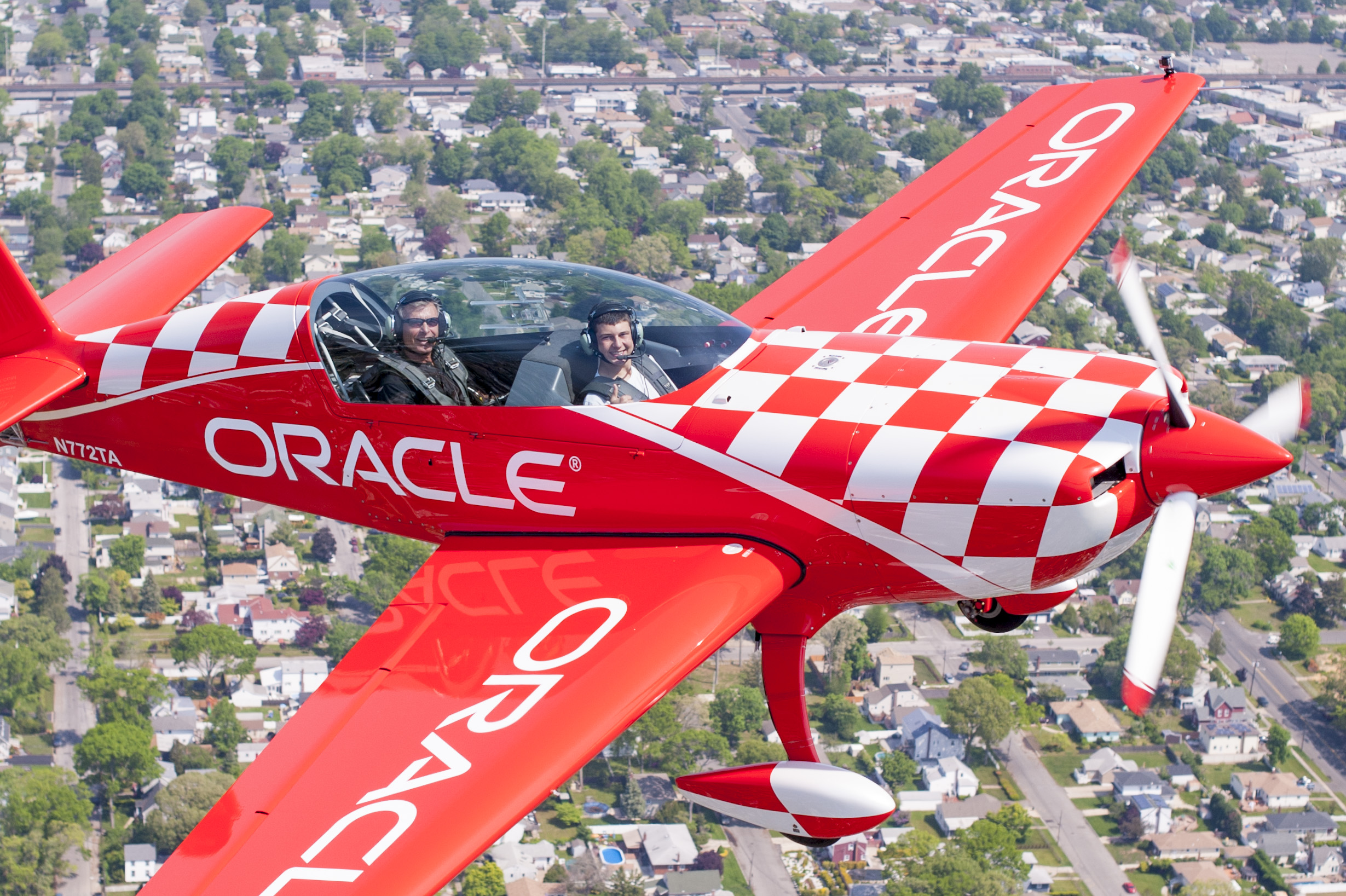 Alex Moynihan found himself earning his first set of wings as a Young Eagle with the legendary pilot Sean Tucker, who celebrates this year the 40th anniversary of his very first air show.