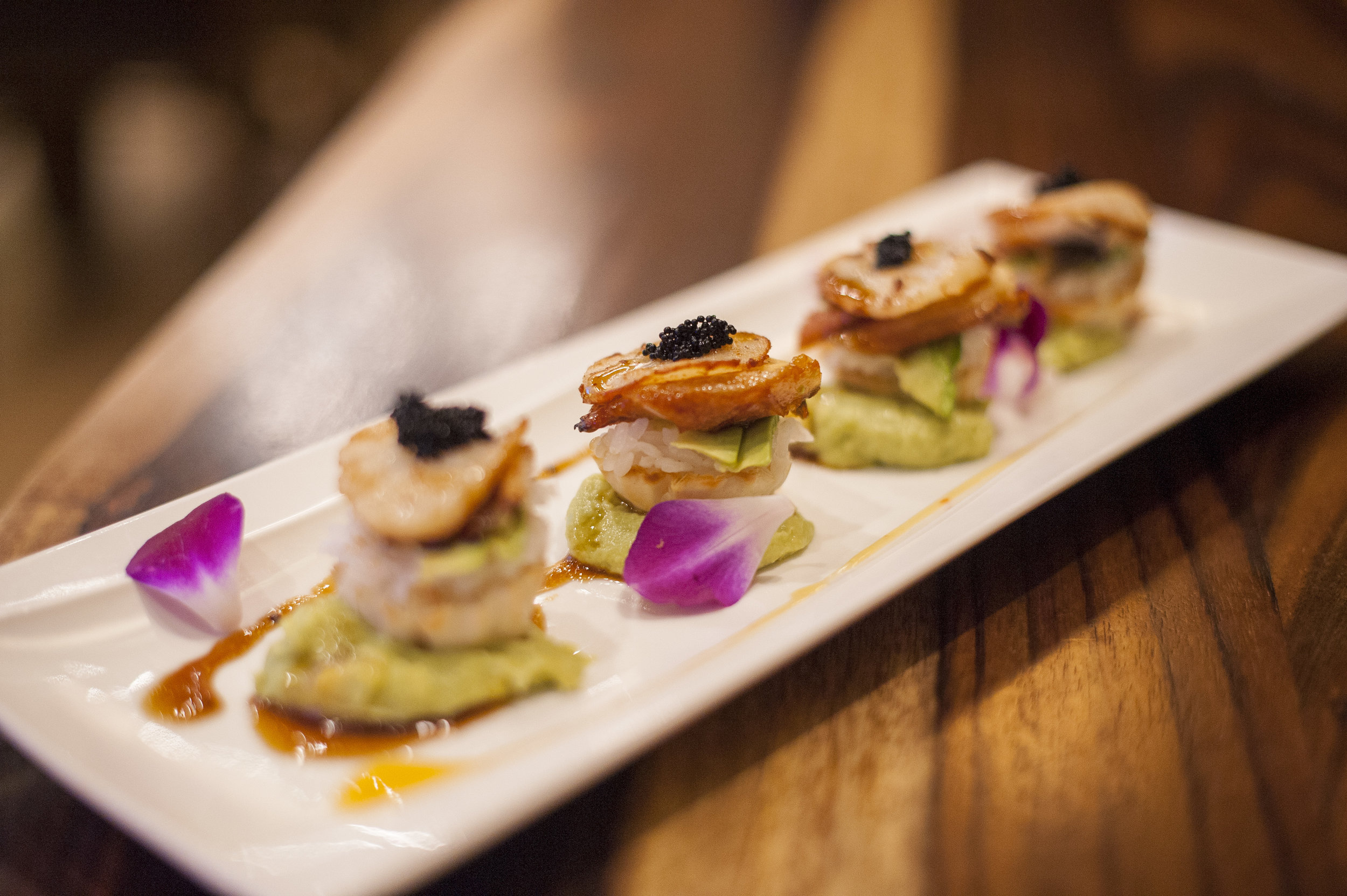 Zaza Japan's Pan Seared Scallop Sushi comes in the form of four mini fillo shells filled with sushi rice, avocado, layered with eel and pan seared scallop, drizzled with a bit of horseradish sauce.