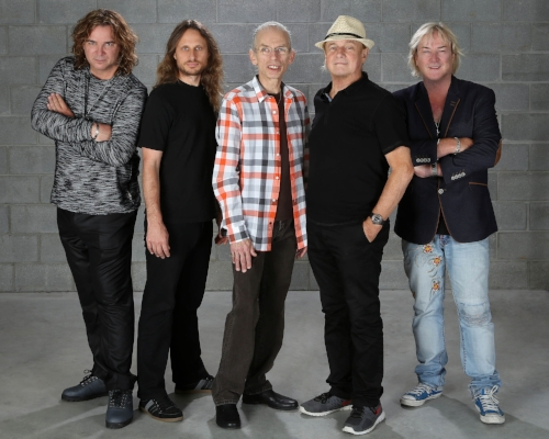 Yes band members, from left, Billy Sherwood, Jon Davison, Steve Howe, Allan White and Geoff Downs.   Photo by Glenn Gottlieb
