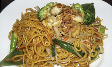 Vegetable Lo Mein with assorted vegetables