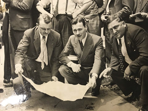 FBI agent E.J. Connelley, center, studies a map of the Parsons estate in the 1930s. Learn about the still-unsolved murder at Huntington Historical Society's Lunch & Learn.