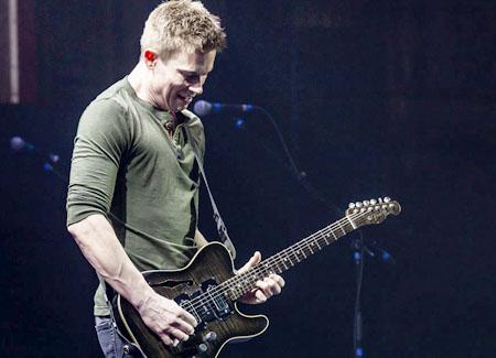 Jonny Lang's bringin' his guitar.