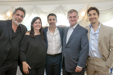 Steven Messina, Marybeth Messina Seus and Chris Messina with golf outing honoree Robert Kerr, MD, PhD. and actor Justin Long.