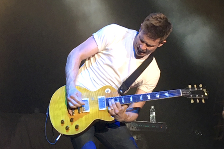 Jonny Lang brought his stadium-worthy guitar chops to The Paramount in Huntington
