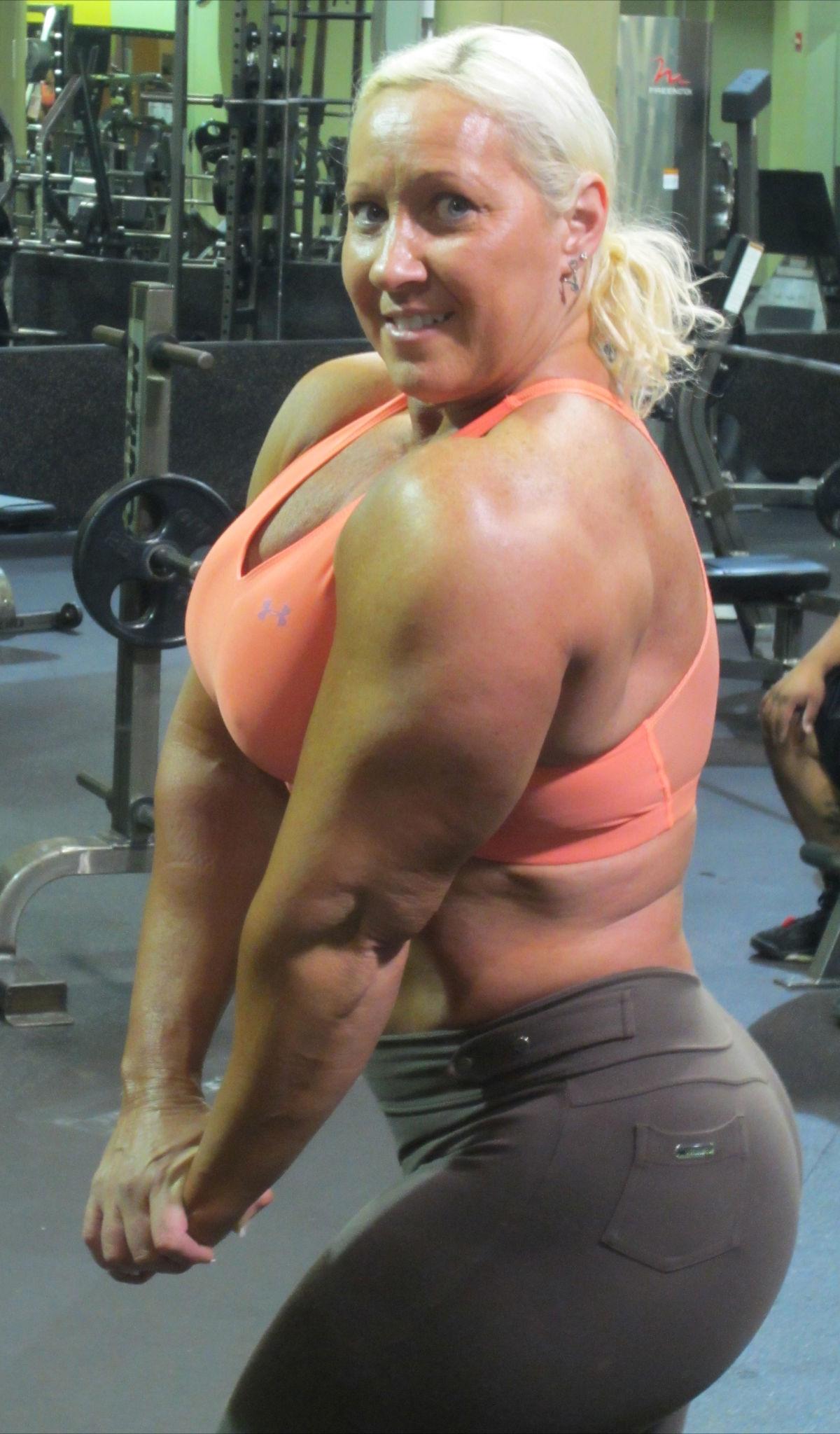 Muscle_Bombshell002.jpg