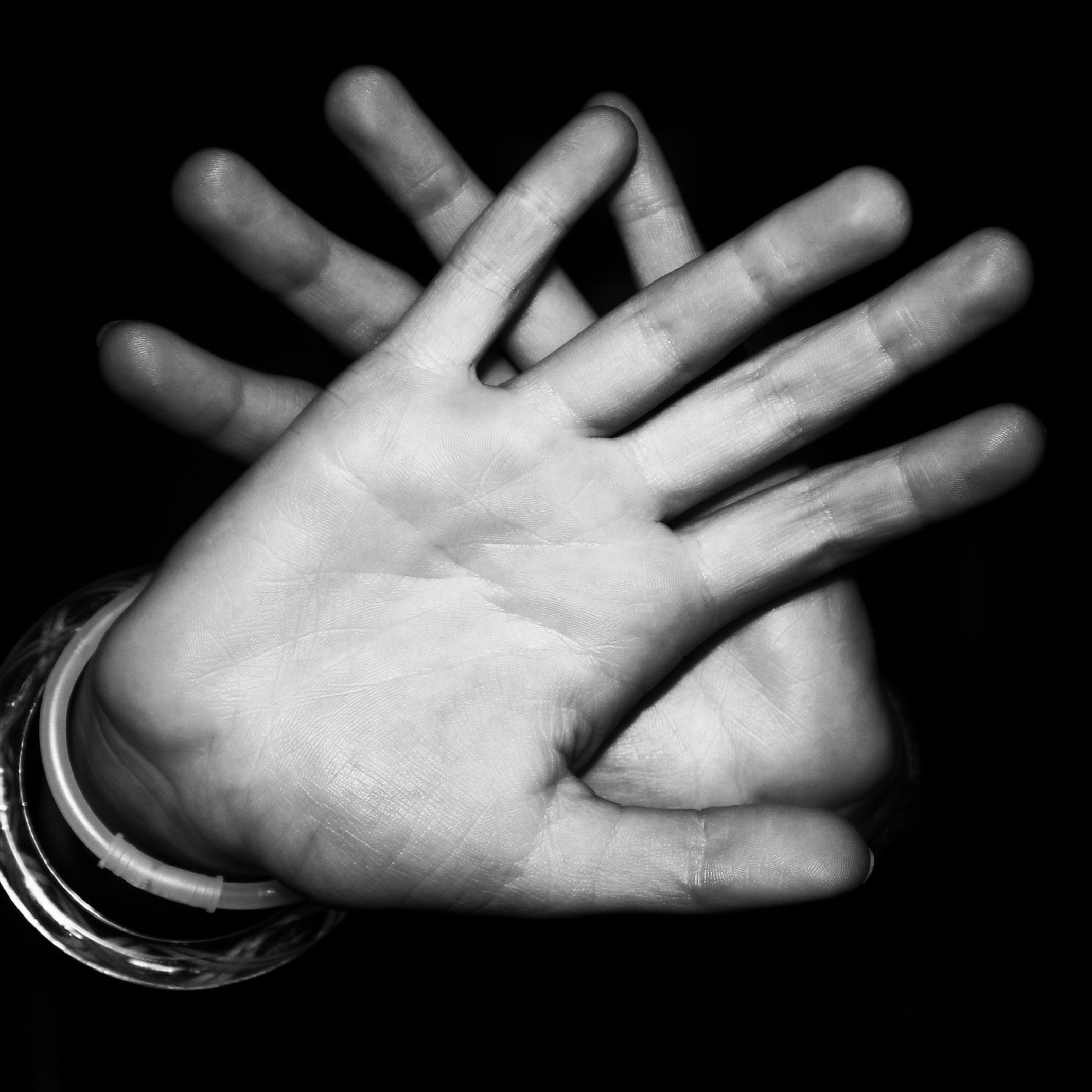 qsw hands fingers