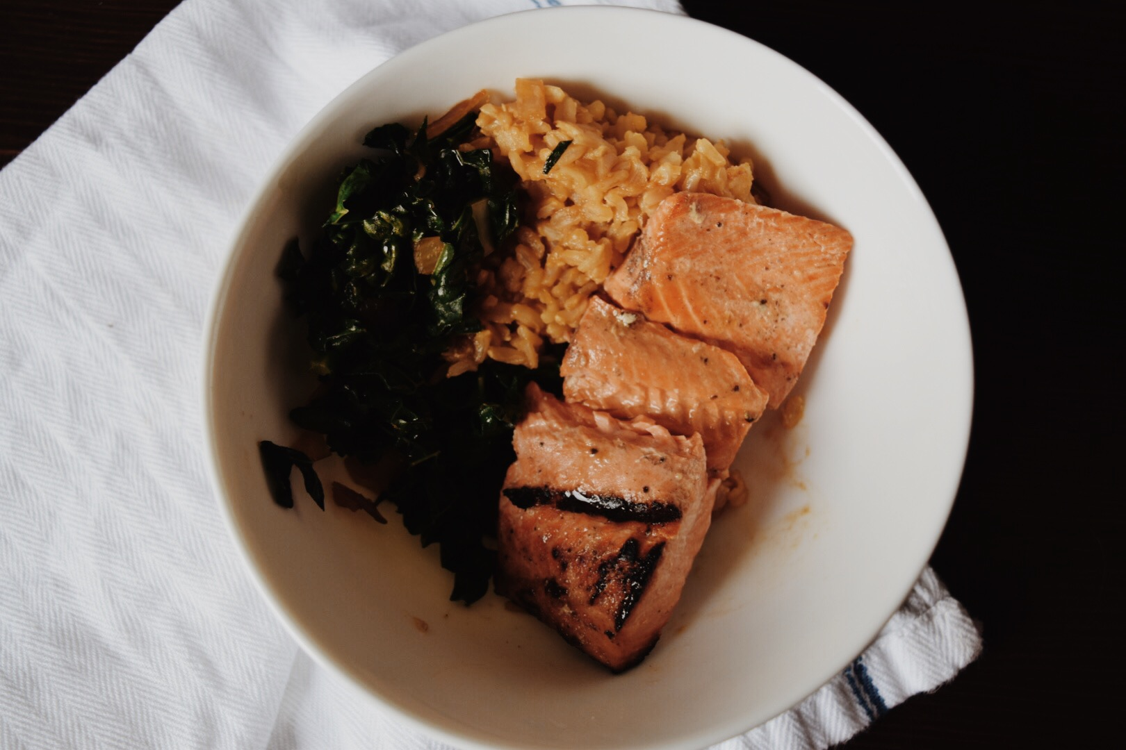 Grilled salmon with kale and rice