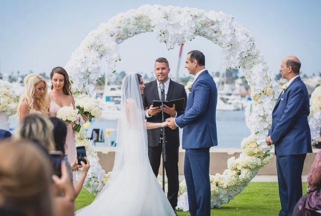 A stunning Newport Harbor summer wedding! Congratulations 🍾 Mark & Andrea!  #weddingphotography #wedding #newportbeachwedding #newportbeachweddings #weddingofficiant #beachwedding #weddingday