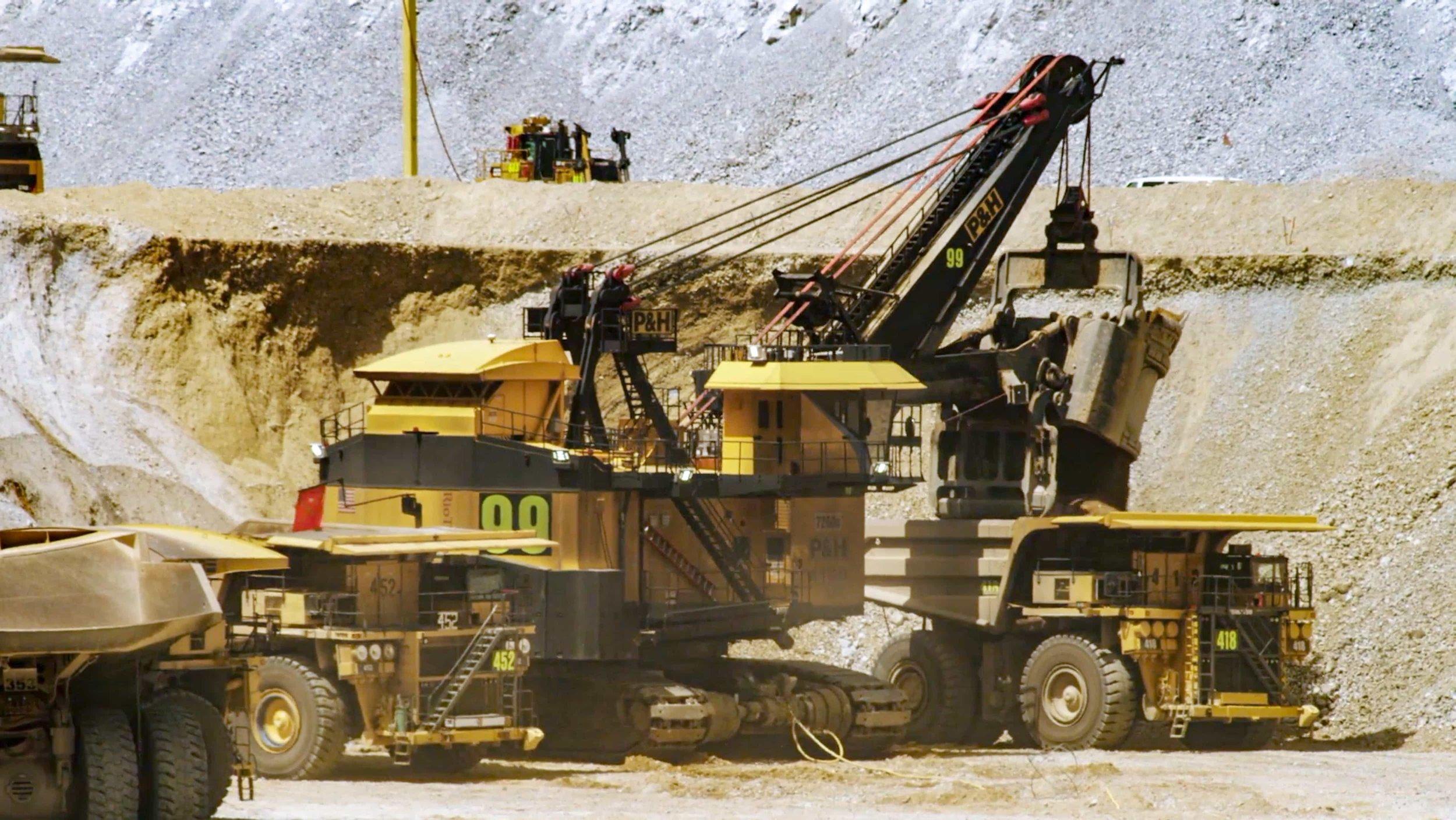 shovel and trucks.jpg