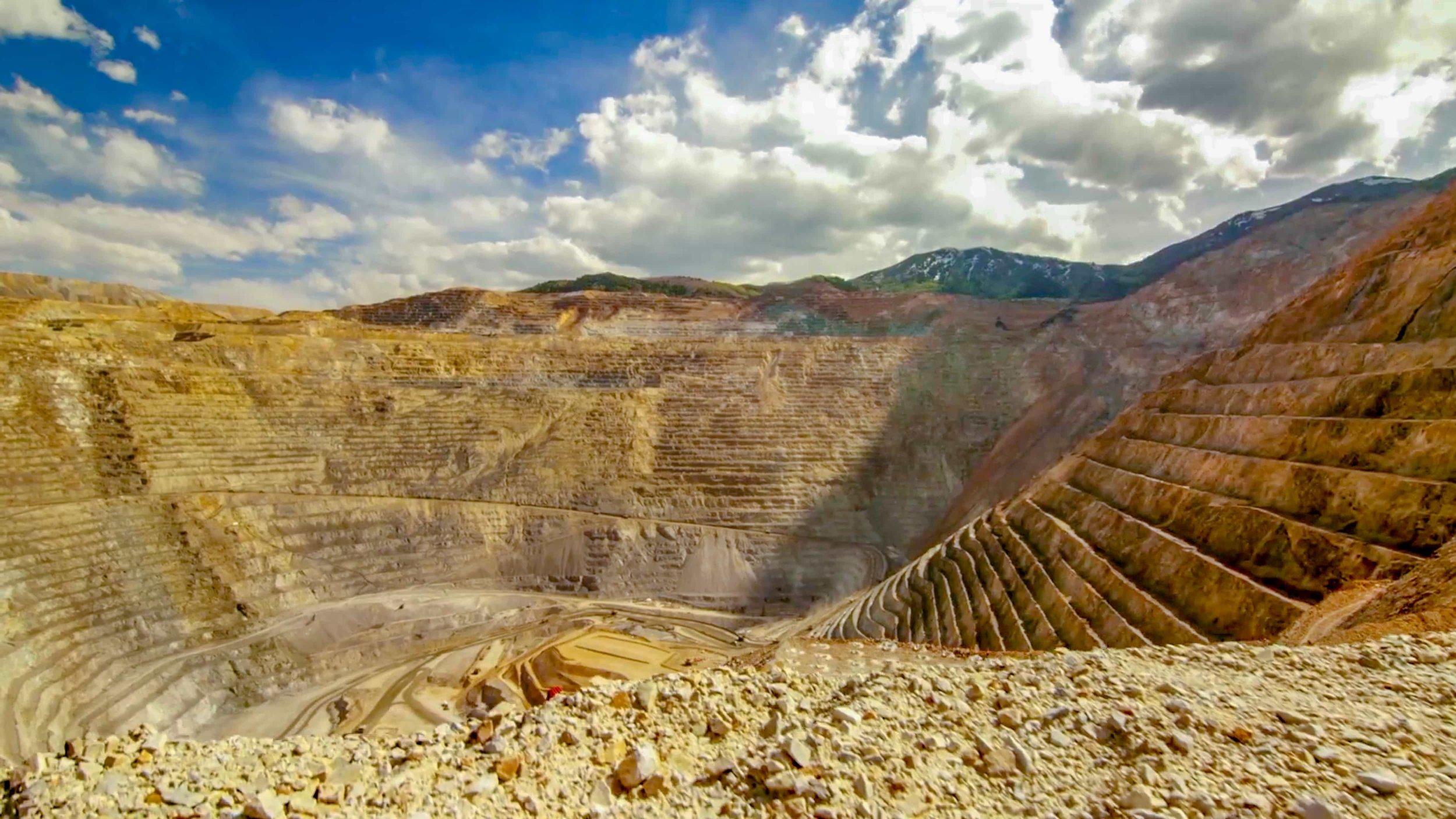 Bus tours of Utah Copper Mine