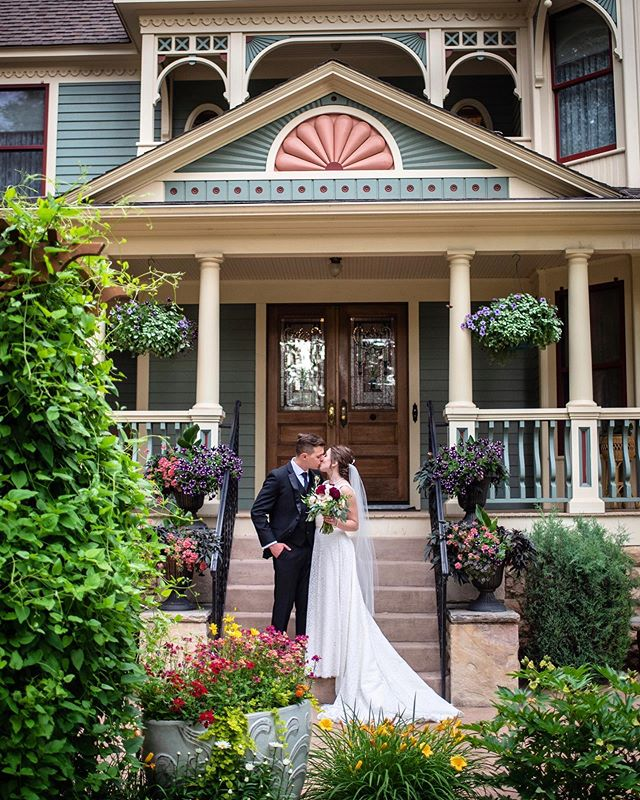 How adorable is @wedgewood.tapestryhouse?! It's such a charming and unique venue.. a perfect fit for this lovely couple. Congrats to Katherine & Chris!