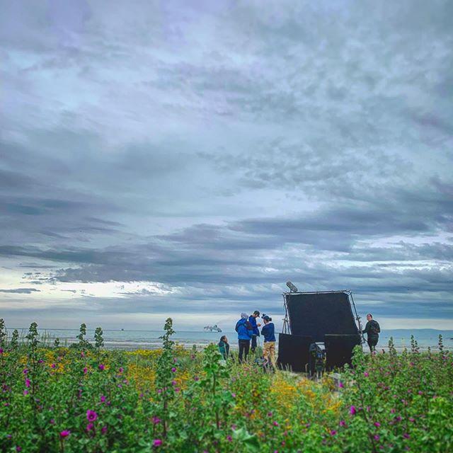 Peek-a-boo film crew...👀