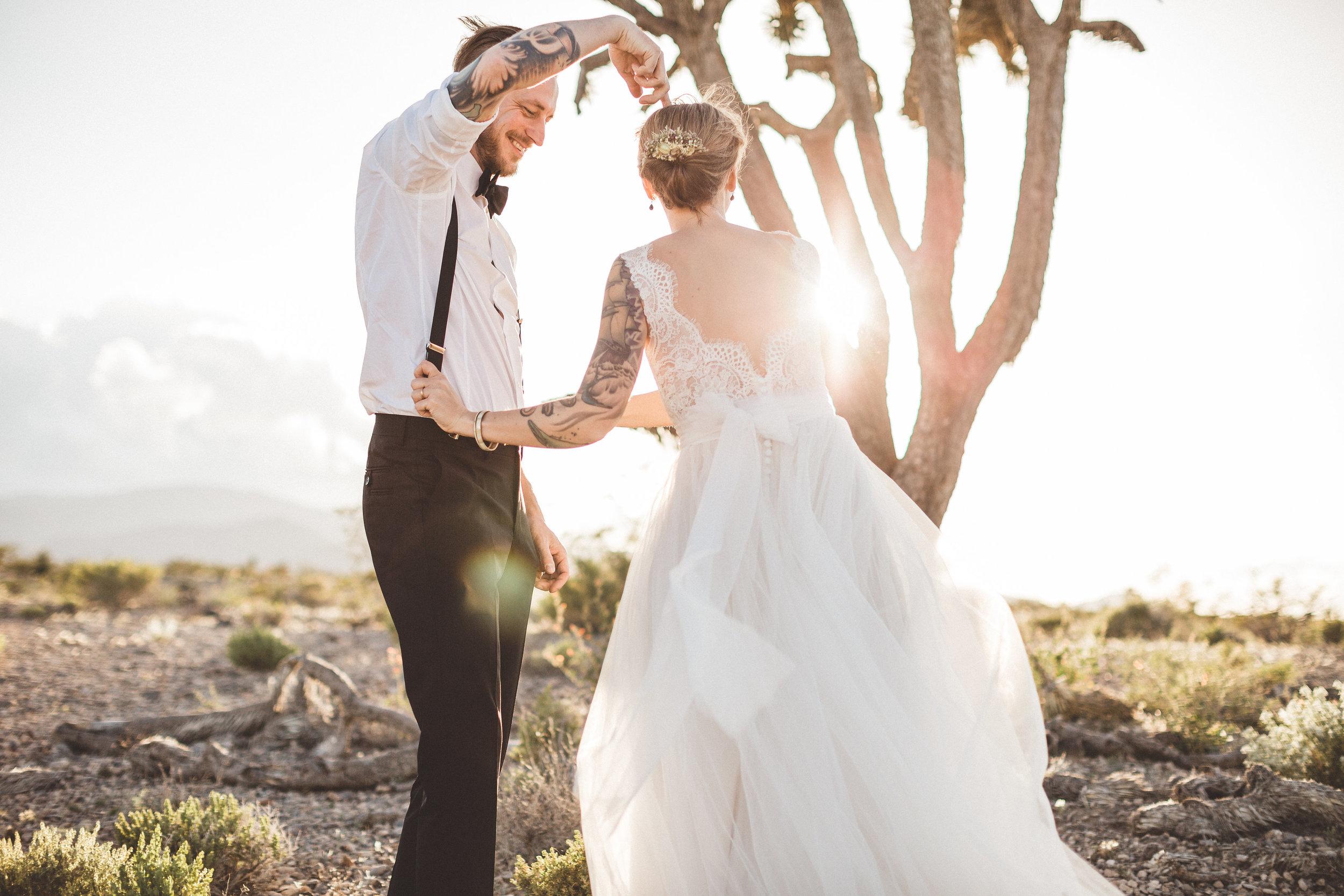 meike-and-rene-las-vegas-desert-elopement26.jpg