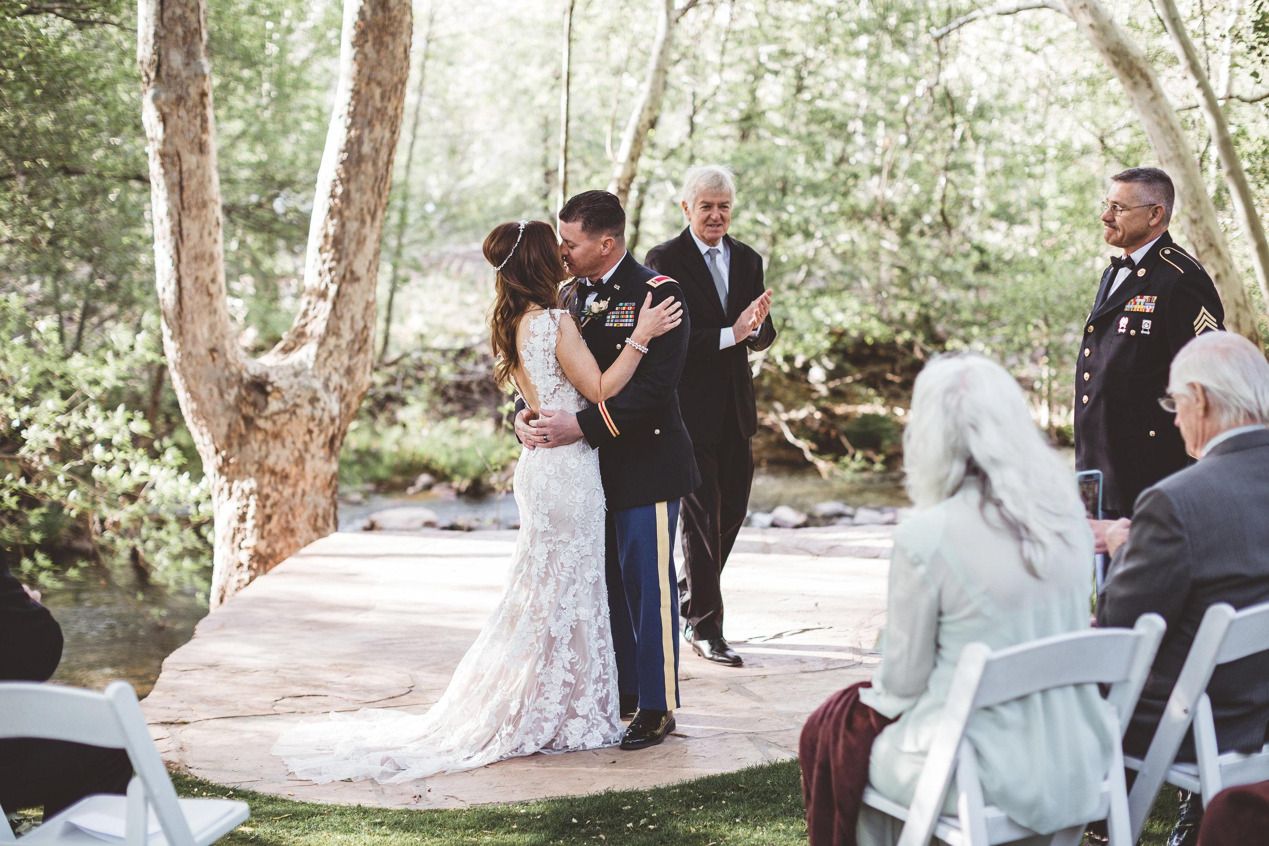 jenna-and-erics-romantic-sedona-wedding17.jpg