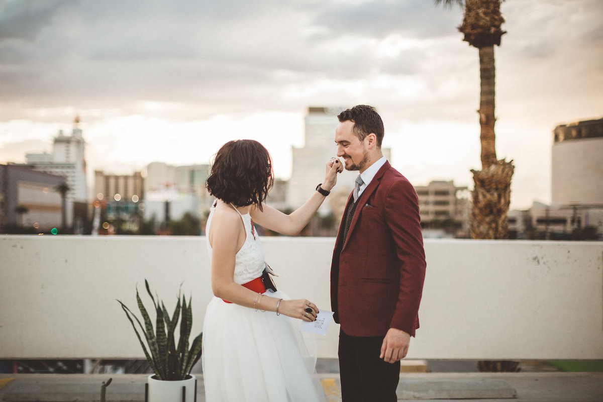 004A6095-downtown-las-vegas-rooftop-elopement.jpg