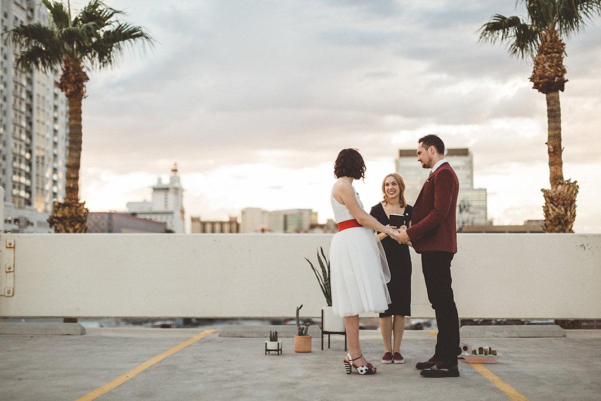 004A6107-downtown-las-vegas-rooftop-elopement.jpg