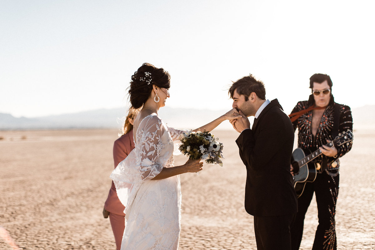 the desert elvis elopement27.jpg