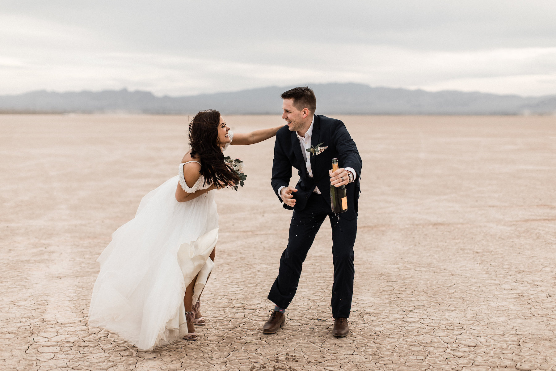 las vegas dry lake bed florapop wedding00034.jpg