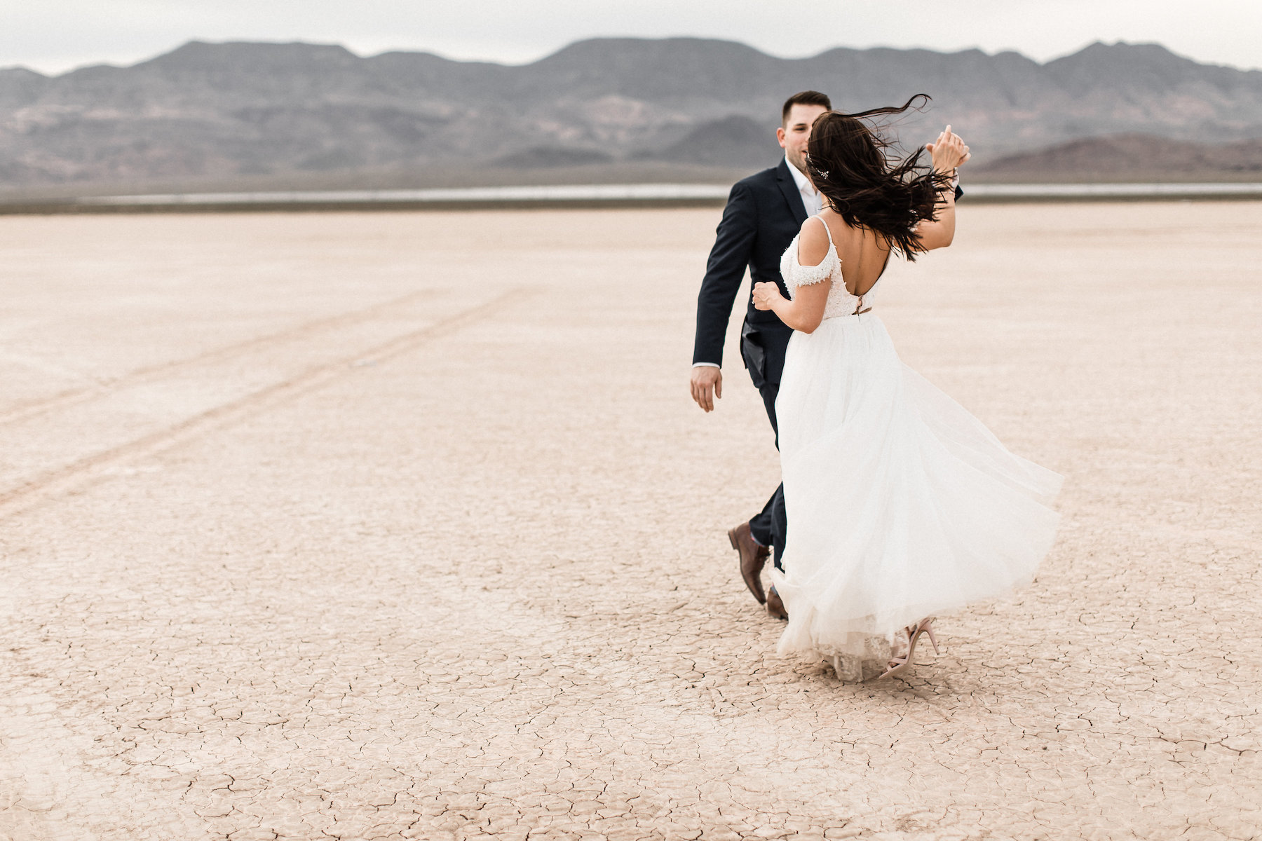 las vegas dry lake bed florapop wedding00036.jpg