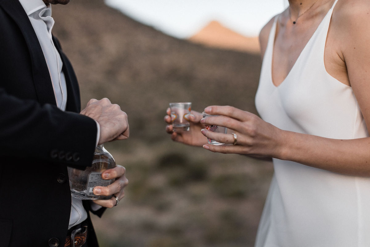 intimate red rock canyon elopement00046.jpg