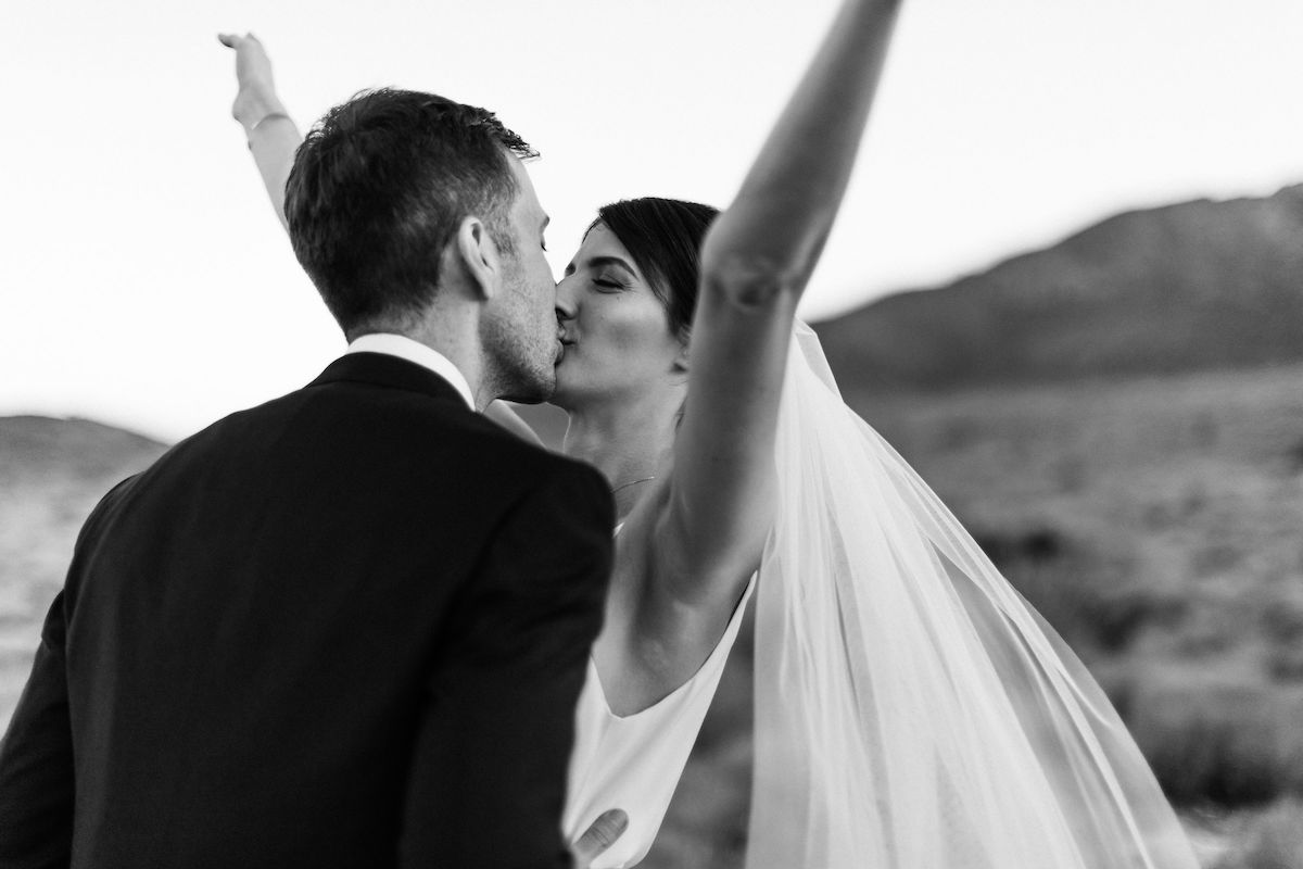 intimate red rock canyon elopement00004.jpg