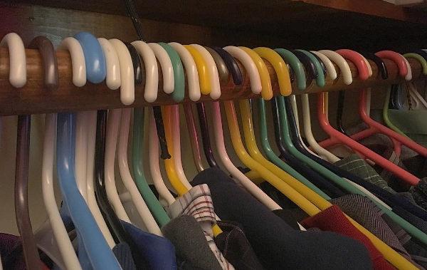 The closet project was done on Jan. 2. Flip the hangers the opposite way to start off the year; flip them after wearing. Get rid of the clothes not worn after a few months.The current plan is to do this again at the end of April and the end of August.