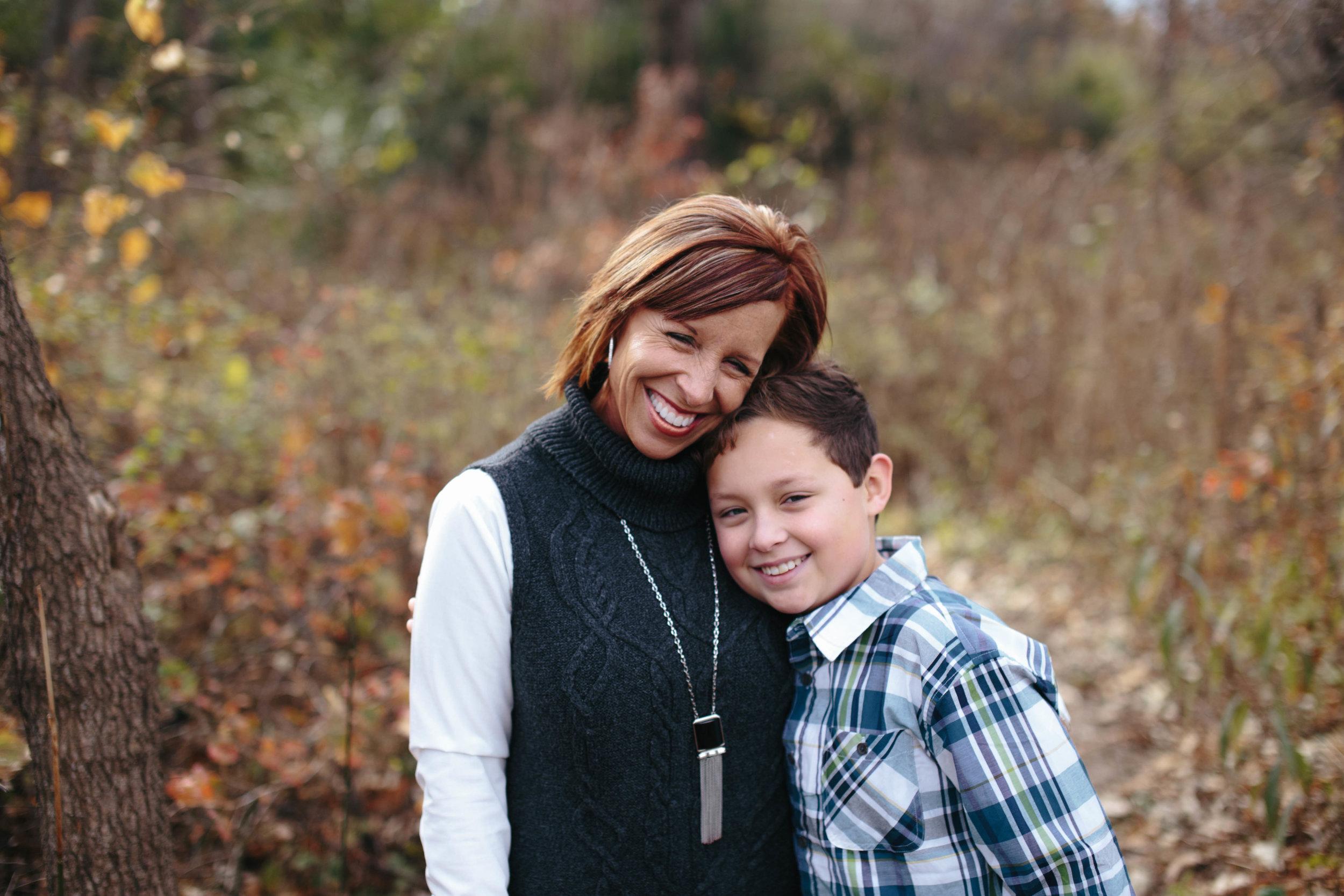 The Reber Family | Kansas City, MO | Hannahill Photography | Fall Family session at Ironwoods