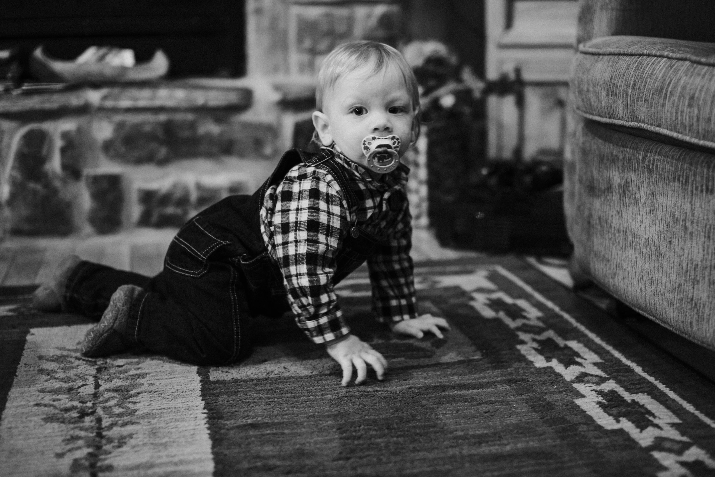 Christmas 2016 | Hannahill Photography | Branson, MO | Documentary Family Photography | a black and white portrait of my nephew learning to crawl