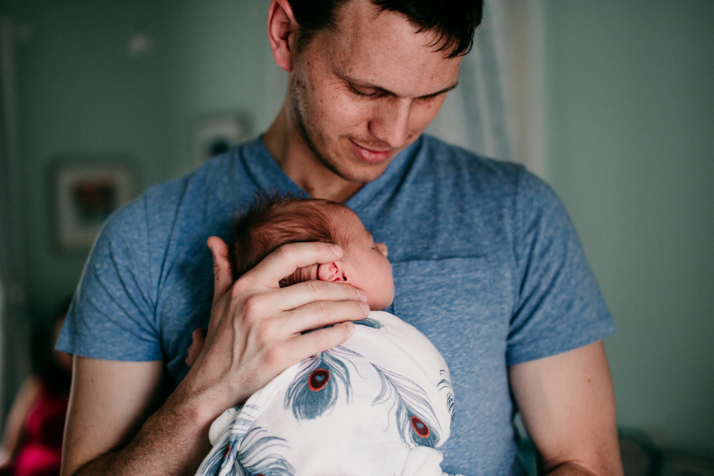 Father and son photo, becoming a father | Paul O Lifestyle Newborn Session | Hannahill Photogrraphy | Kansas City, MO | Family photography in home