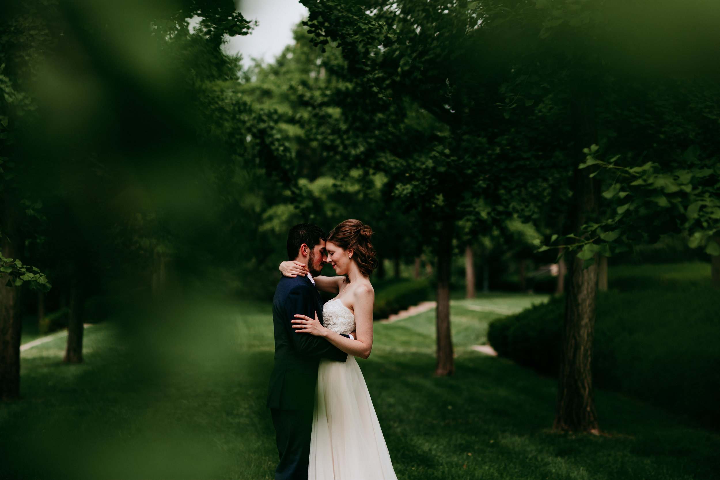 Bride and groom portraits at Nelson Atkins Museum mid town KC | Shelbie & Jospeh's Summer Love Story : Kansas City Wedding | Hanna Hill Photography