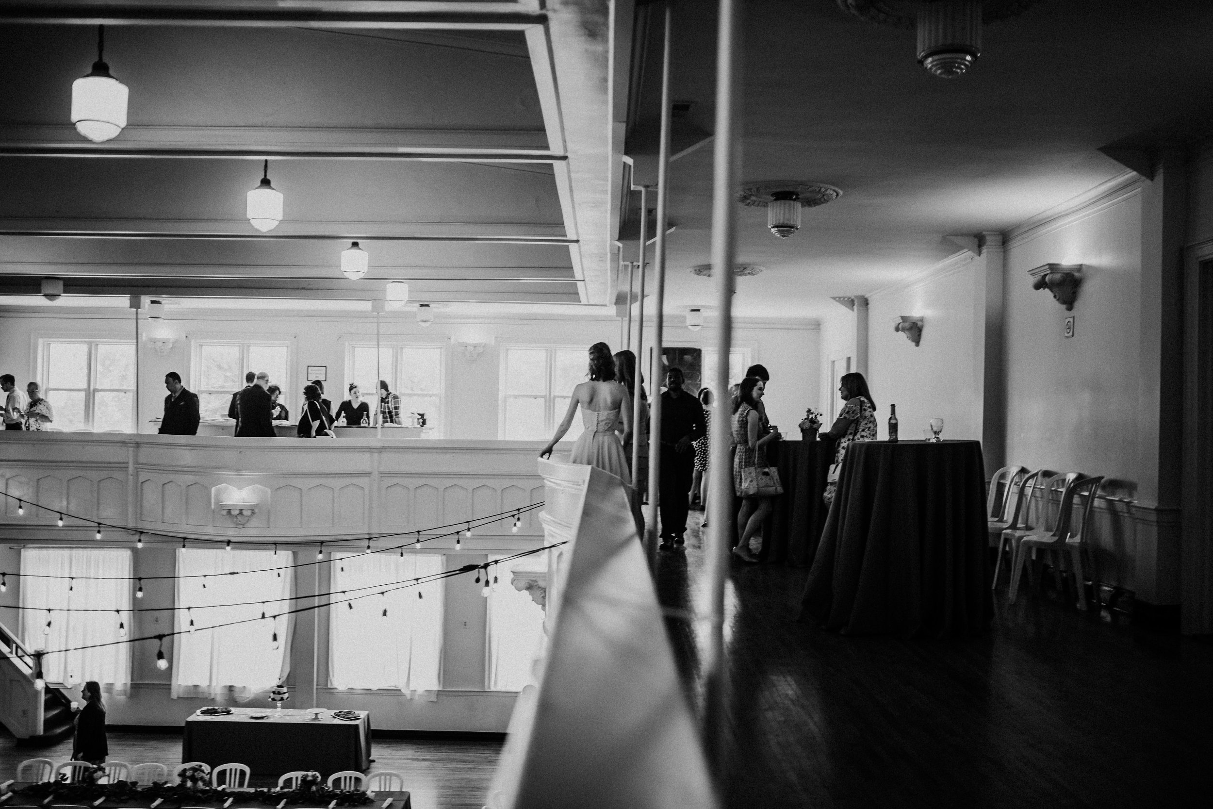 Cocktail hour of Shelbie & Jospeh's Summer Love Story : Kansas City Wedding | Hanna Hill Photography