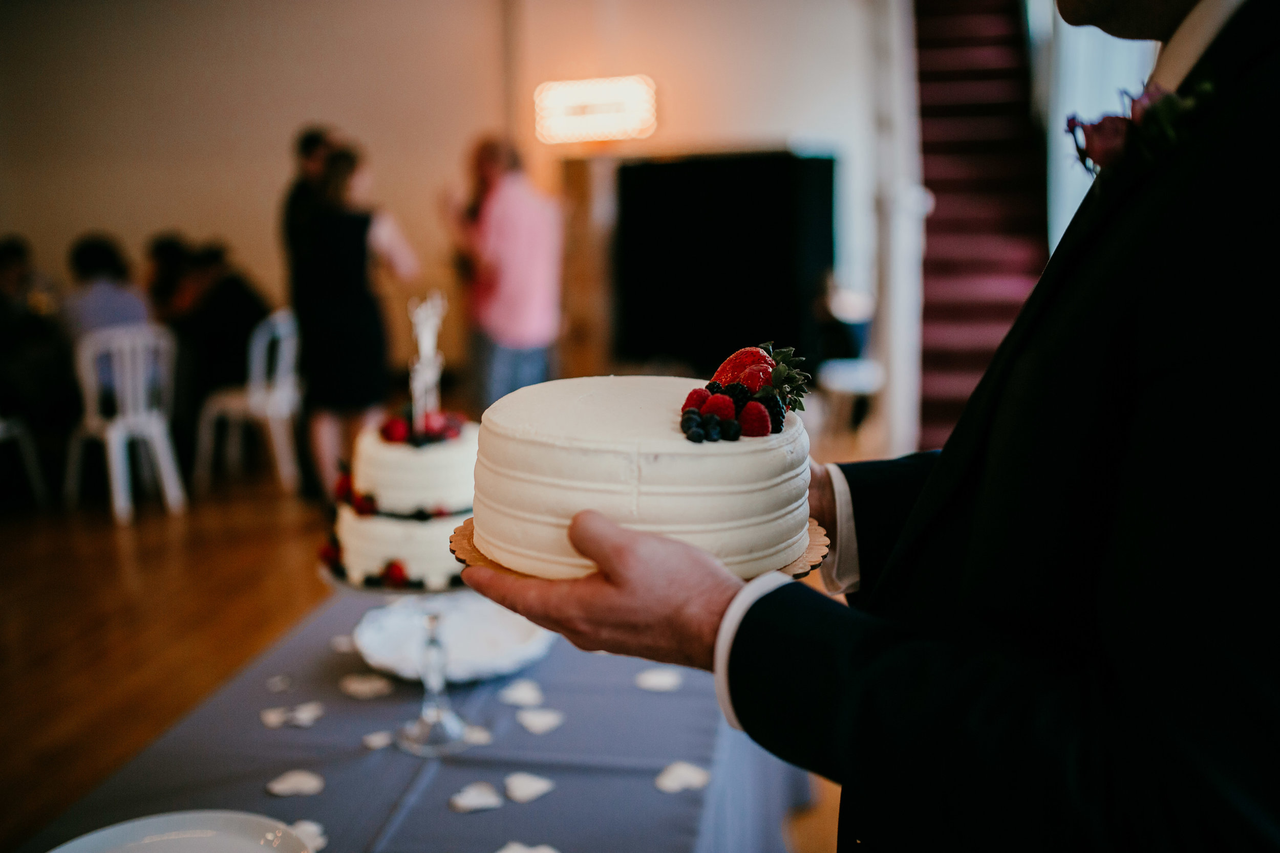 Cake at the reception of Shelbie & Jospeh's Summer Love Story : Kansas City Wedding | Hanna Hill Photography