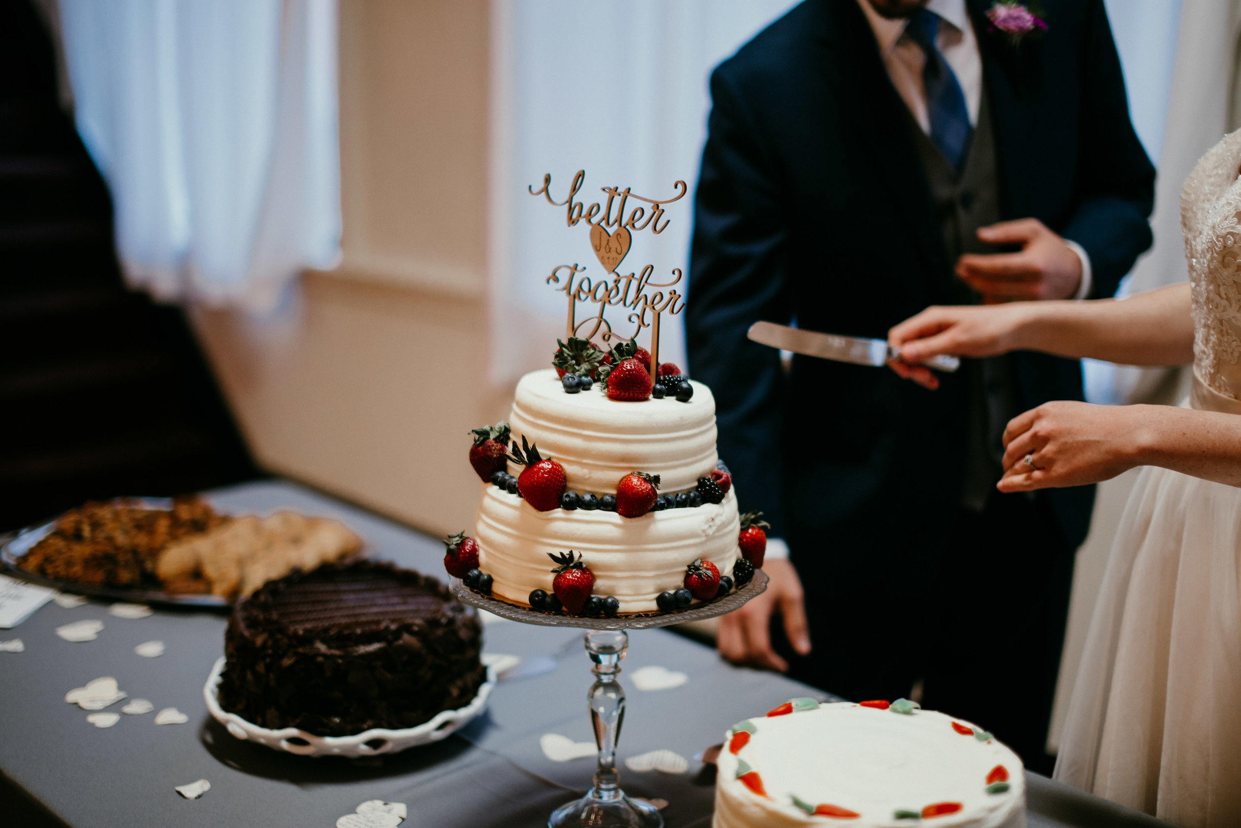 Cutting the cake at the Reception of Shelbie & Jospeh's Summer Love Story : Kansas City Wedding   Hanna Hill Photography