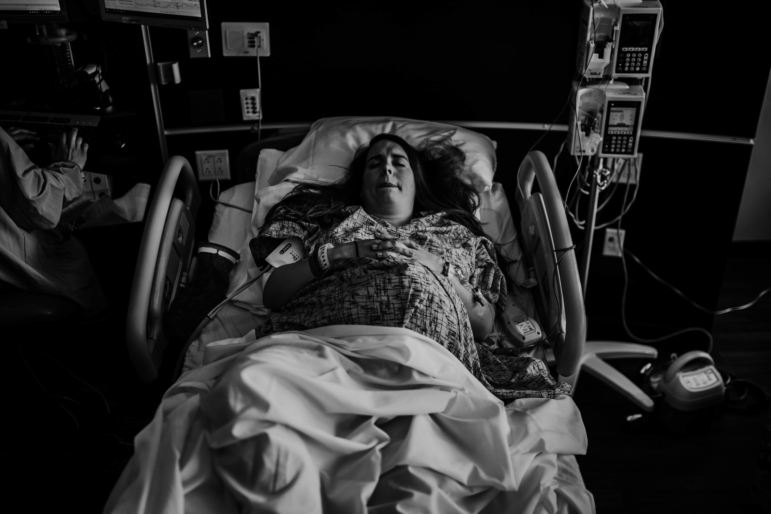mother in the hospital bed laboring | Luca A. Birth Story | Durham/Raleigh, NC | Hanna Hill Photography