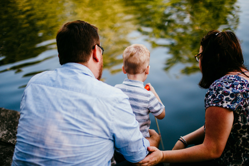 Family playing by the pond pretending to fish as a family at the Loose park | The Hann Family | Hanna Hill Photography | Durham, NC Family photographer