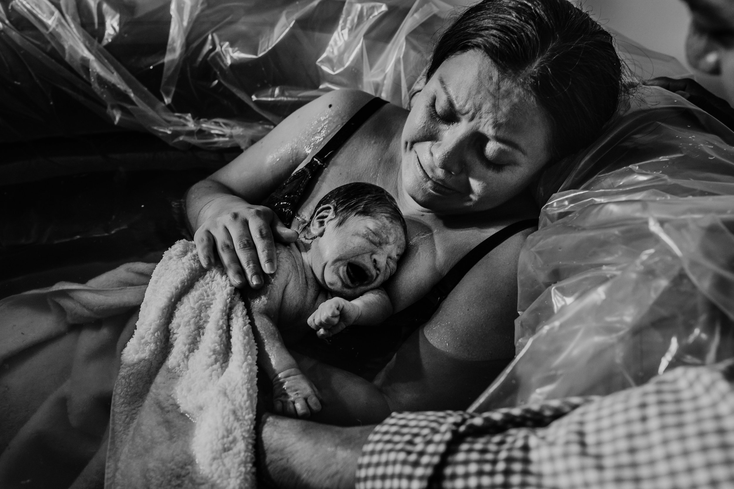 baby's first cries after a swift at home water birth \ Hanna hill Photography | Raleigh birth and family photographer