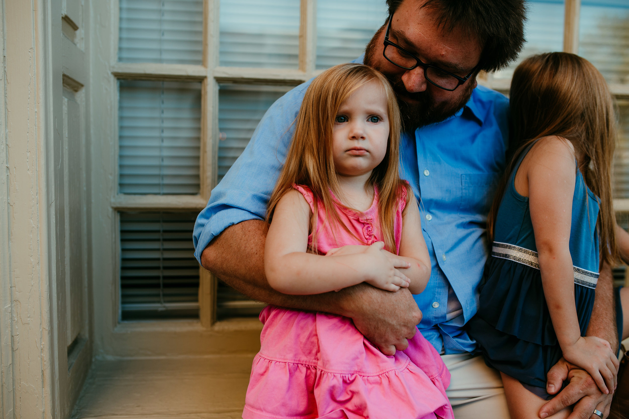Daddy and his daughters in downtown durham, NC | Hanna Hill Photography | Raleigh birth and family photographer