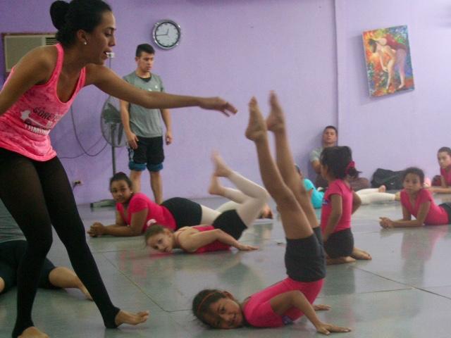 Nahomy in acro dance class