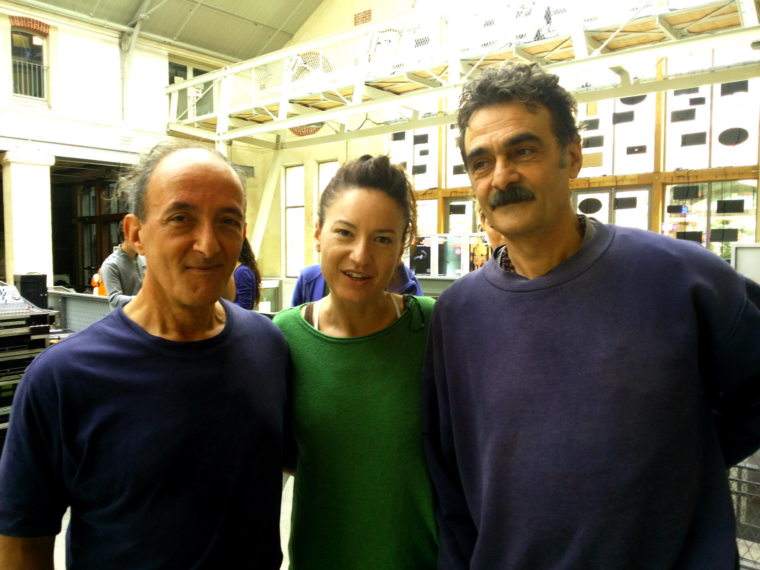 Avec  Jean-Louis et Francis Gianferm i, les frères du yoga à Paris.