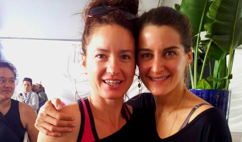 Après le cours de yoga de  Elena Brower  prof de yoga à New York.