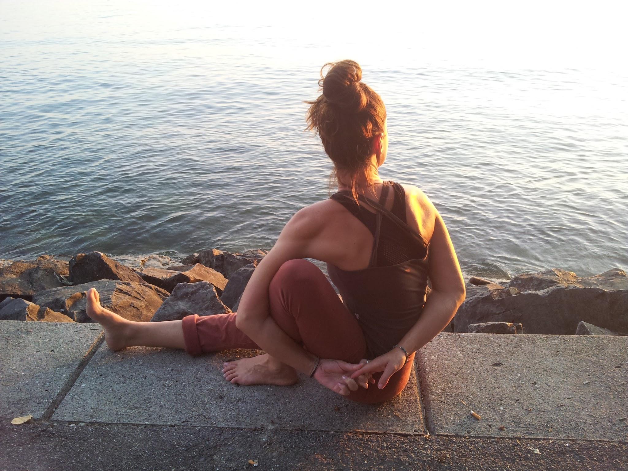 Posture de yoga qui permet l'ouverture des épaules.
