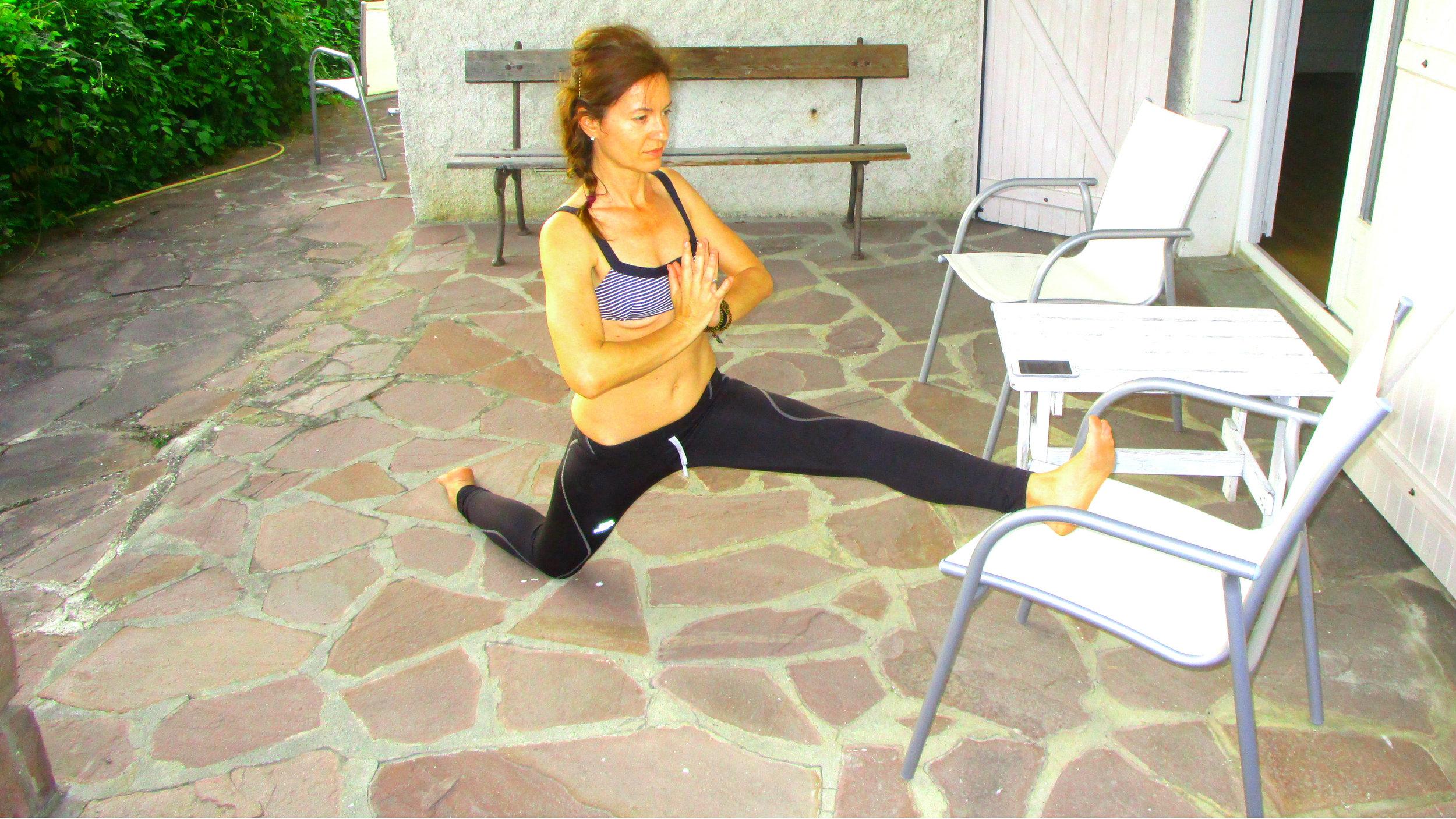 Utilisation d'accessoires pour les postures et les bienfaits de la méthode de yoga Iyengar.