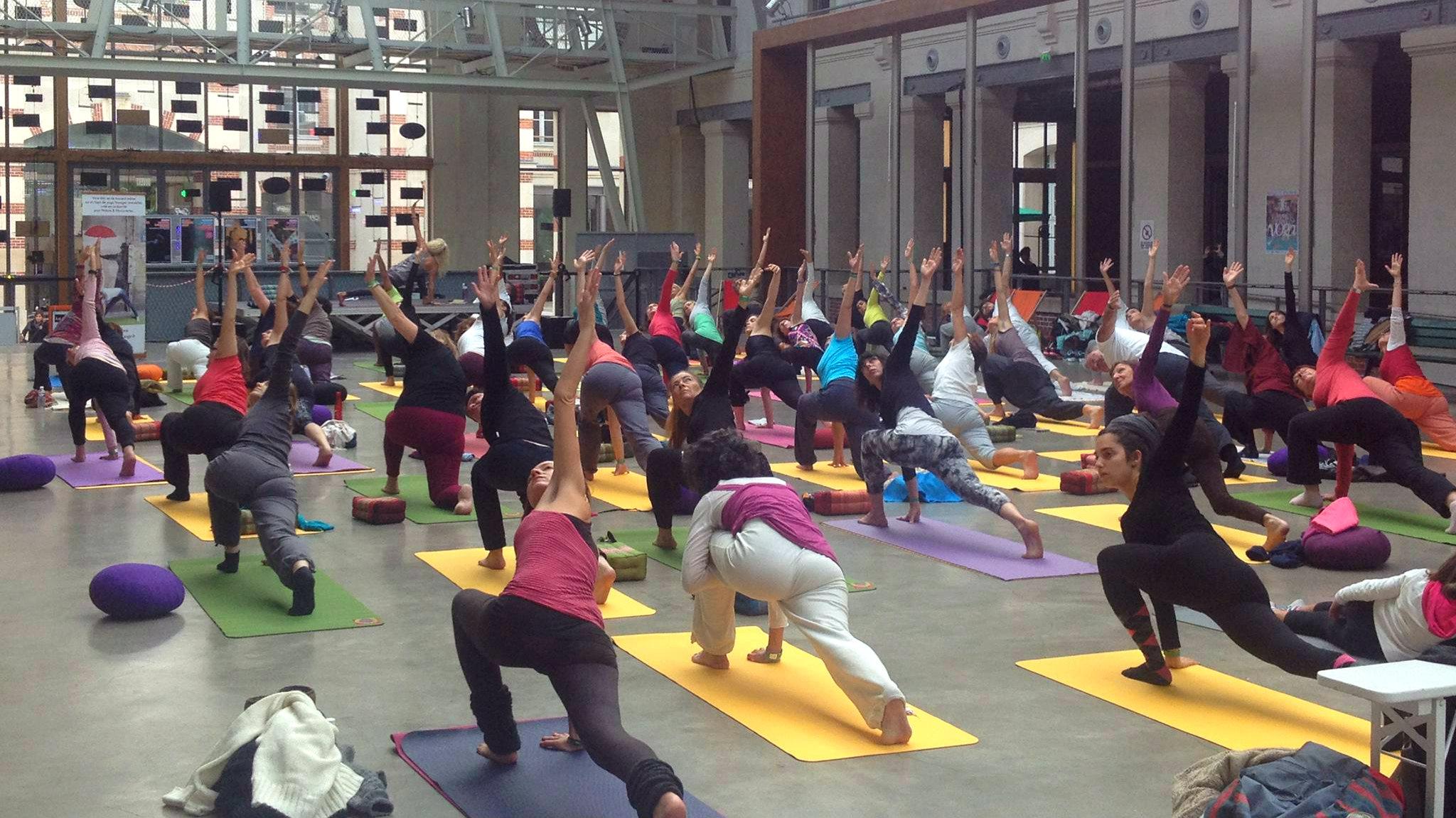 Cours de Yoga à Paris avec Charlotte Saint-Jean de  yogachezmoi .