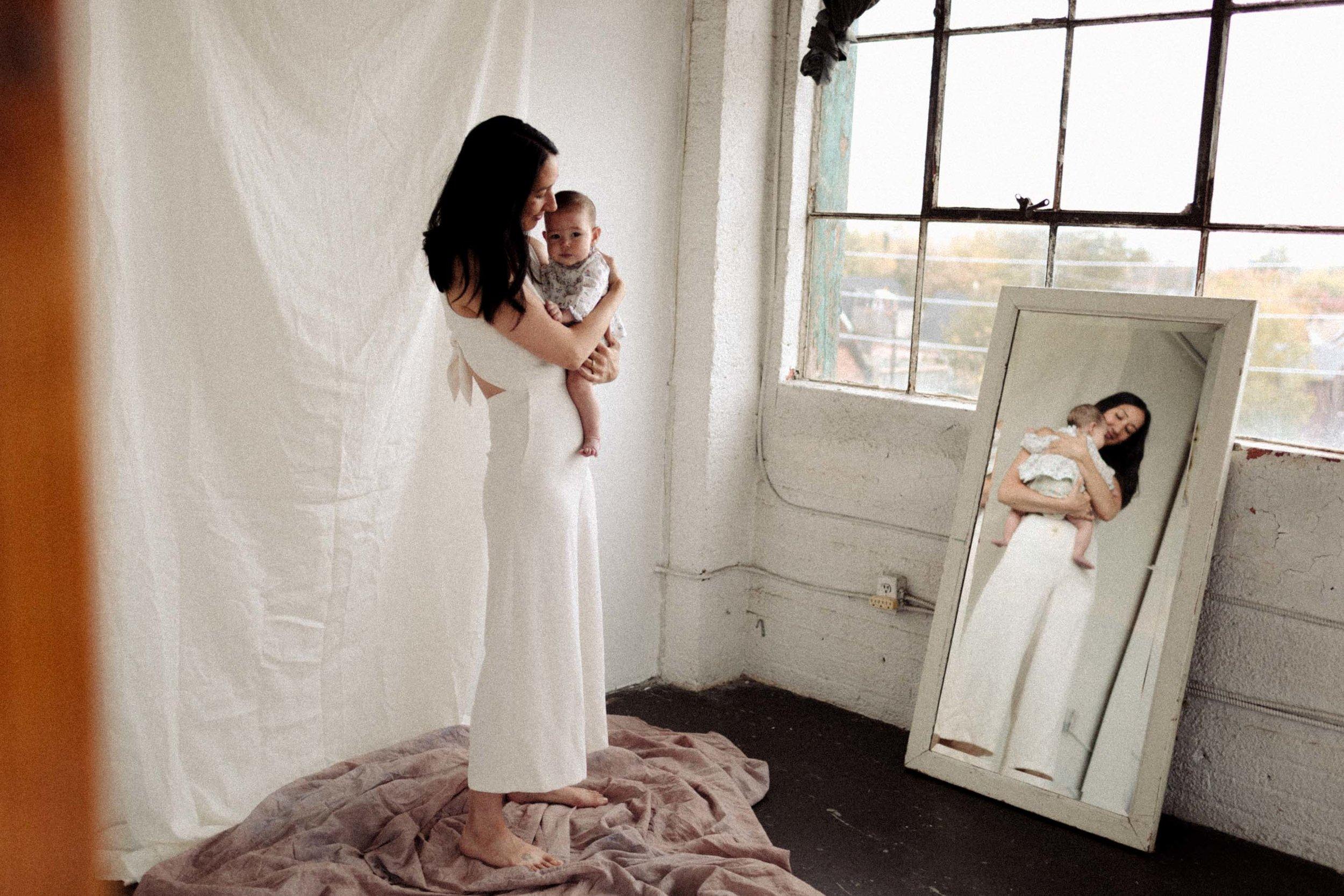 Laura+Rowe+Photography,+Motherhood+Portraiture+3.jpg
