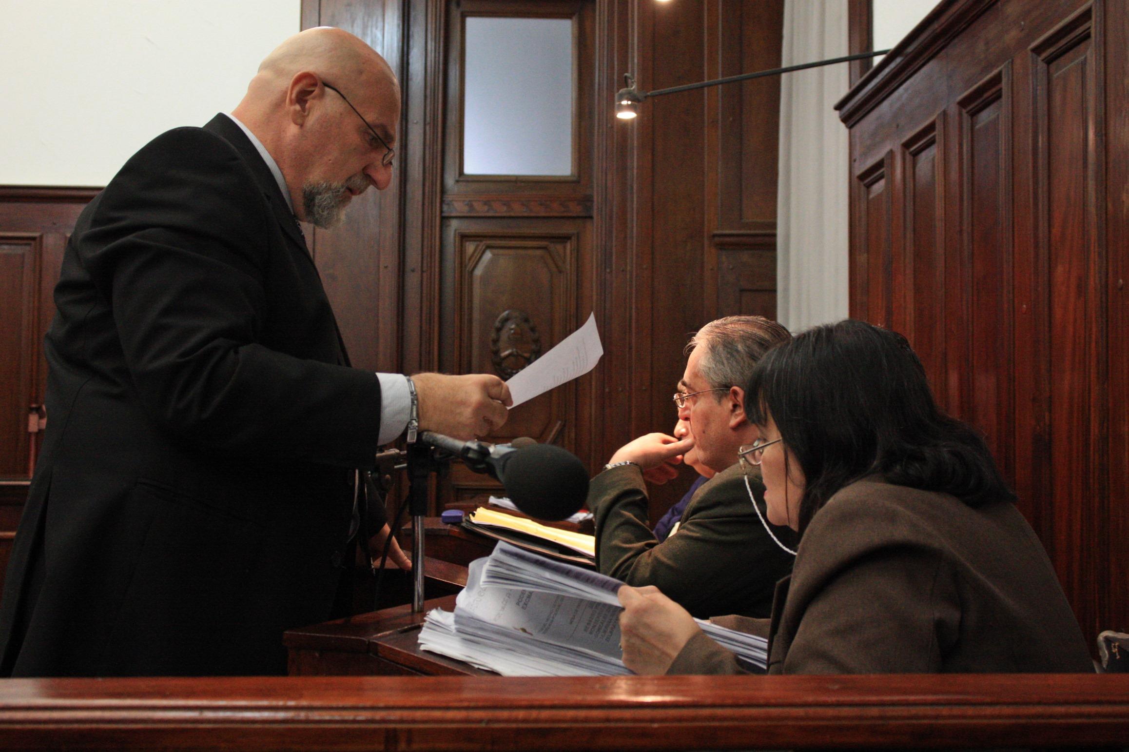Los abogados defensores de los policías imputados. Dos policías fueron imputados por el homicidio de Ismael López y las lesiones a Marcelo López y tres por encubrimiento agravado, falsificación de documento público e incumplimiento de sus deberes de funcionario público.