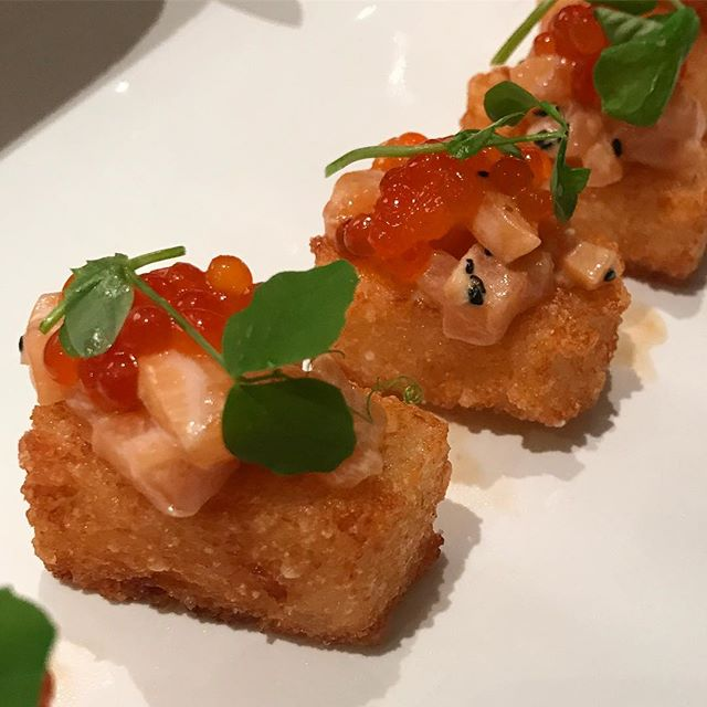Salmon Tartare • Crispy Rice • Ikura • Pea Shoots  #fish #raw #tartare #cold #hot #rice #crispyrice #modernsushi #sushi #japanese #fusion #healthy #omega #quality #ingredients #important #gourmet #ikura #salmonroe #peashoots #salmontartare #miami #bogota #chef #chefip #privatechef