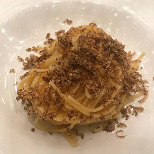 Spaghetti Rigatte • Fresh Burgundy Truffles • Parmigiano-Reggiano #pasta #italian #italianfood #fresh #ingredientsmatter #simple #truffle #burgundytruffles #rigatte #chef #private #chefip #quality #food #chefsofinstagram #elegant #gourmet #foodporn